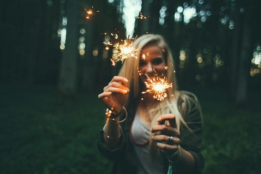 66fc1d42c09 TuSeguro.com - ¿Te gustan los fuegos artificiales  Te hablamos sobre ...